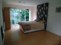 PRIVATE LANDLORD EXTRA LARGE BEDSIT TYPE DOUBLE ROOM