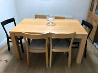 Oak kitchen/dining table with 6 chairs.