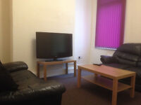 Smart Double Bedroom in 4 Bed House with cleaning