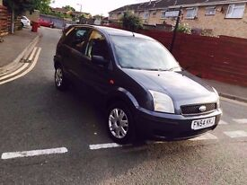 Ford Fusion 2 Diesel 1.4 grey 5 doors 54 plate in good condition very economical