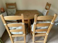 Wood solid foldable table with 4 chairs