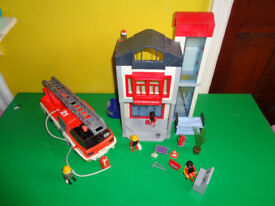 PLAYMOBIL TWO TIER FIRE STATION & FIRE ENGINE