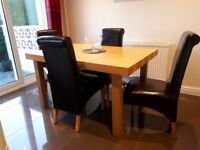 Lovely Oak Table, Chairs & matching sideboard