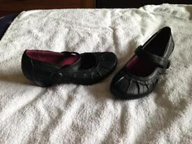 Womens size 6 shoes
