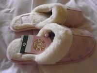 PINK TOTES SO SNUG MULE SLIPPERS SIZE 3-4 BNWT