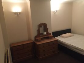 LARGE ROOM AVAILABLE ALL BILLS INCLUSIVE PLUS WIFI,CENTRAL LOCATION,NICE CLEAN ROOM