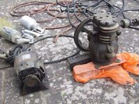 SMALL AIR COMPRESSOR WITH 2 SPRAY CONTAINERS 240 VOLTS.... FULLY WORKING
