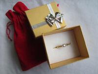 Beautiful 9ct Gold and diamond ring (hallmarked)