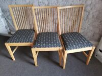 A lovely dining table and 6 chairs