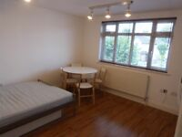 STUDIO FLAT WITH A SEPARATE KITCHEN TO LET IN GOLDERS GREEN/BRENT CROSS