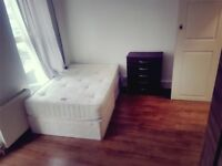 Lovely newly refurbished room in sought after location in Paddington.