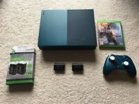 Xbox One - Almost new. One Controller. Battlefield 1, Fifa 17 and 2x rechargeable battery pack