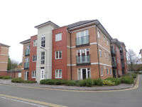 Modern 2 double bedroom apartment with parking close to Amazon and Woodside Industrial Estate