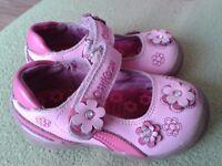 Girls OshKosh leather shoes. Size 5