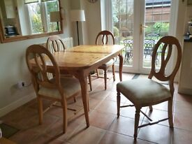 Solid Pine Extendable Dining room Table with 4 chairs...Fab Condition...