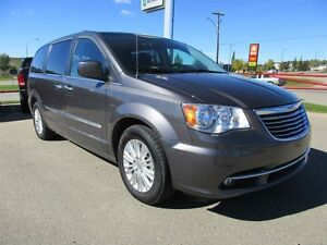 2015 Chrysler Town & Country LIMITED / SUNROOF /NAV / DUAL BLUE