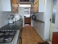 1 SPECIOUS TWIN ROOM AVAILABLE FOR RENT IN A SHARED HOUSE IN STRATFORD