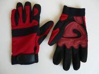 Long fingered performance Amara gloves from Le Shark.