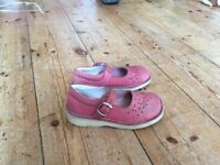 Clarke's pink shandels size 11. Good condition
