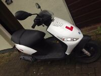 scooter white Piaggio Zip 50 2T. 49CC- 2015 really GOOD condition