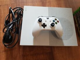 XBOX ONE S 500GB WITH 1 PAD AND LEADS MAY SWAP FOR PS4