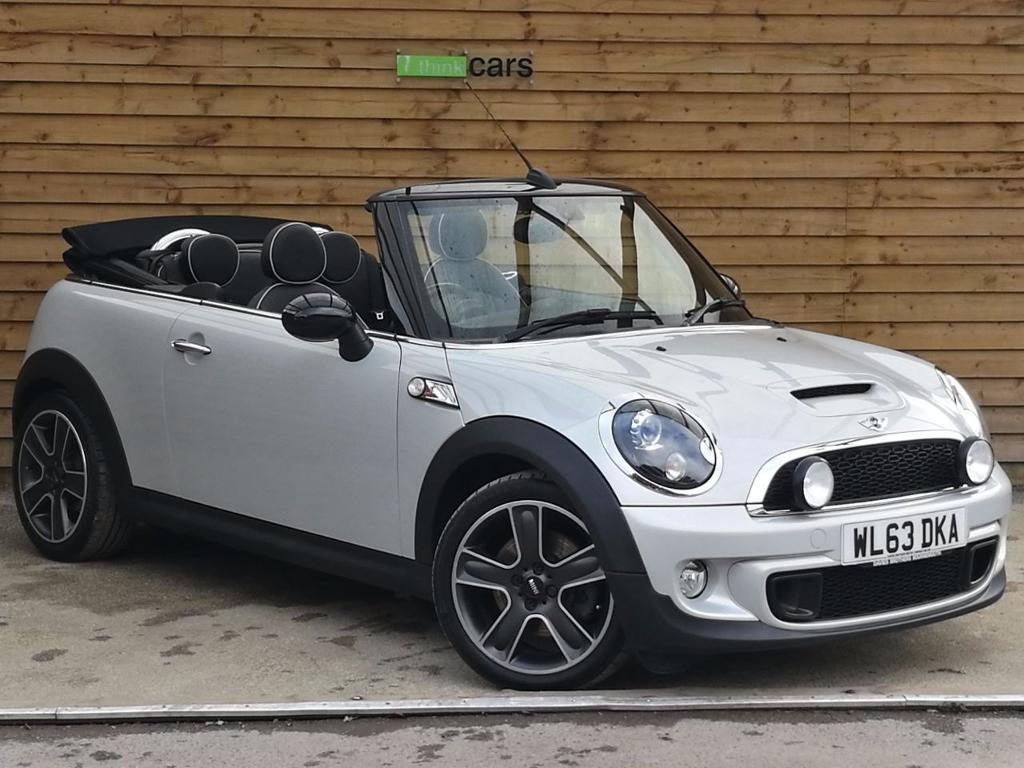 mini convertible 1 6 cooper s 2dr lovely high spec vehicle white silver metallic 2013 in. Black Bedroom Furniture Sets. Home Design Ideas