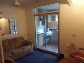 Box room in nice share house. All bills included. Only 1 week deposit. Fast internet. No agency fees