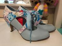 Several pairs of ladies Size 7 shoes