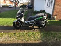 Kawasaki j300 ABS special edition black and green only 2000 miles