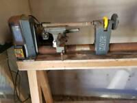 Wood turner / lathe