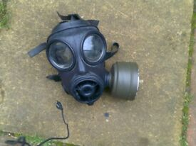 ARMY S10 RESPIRATOR PLUS OTHER ARMY GEAR SIZE XL
