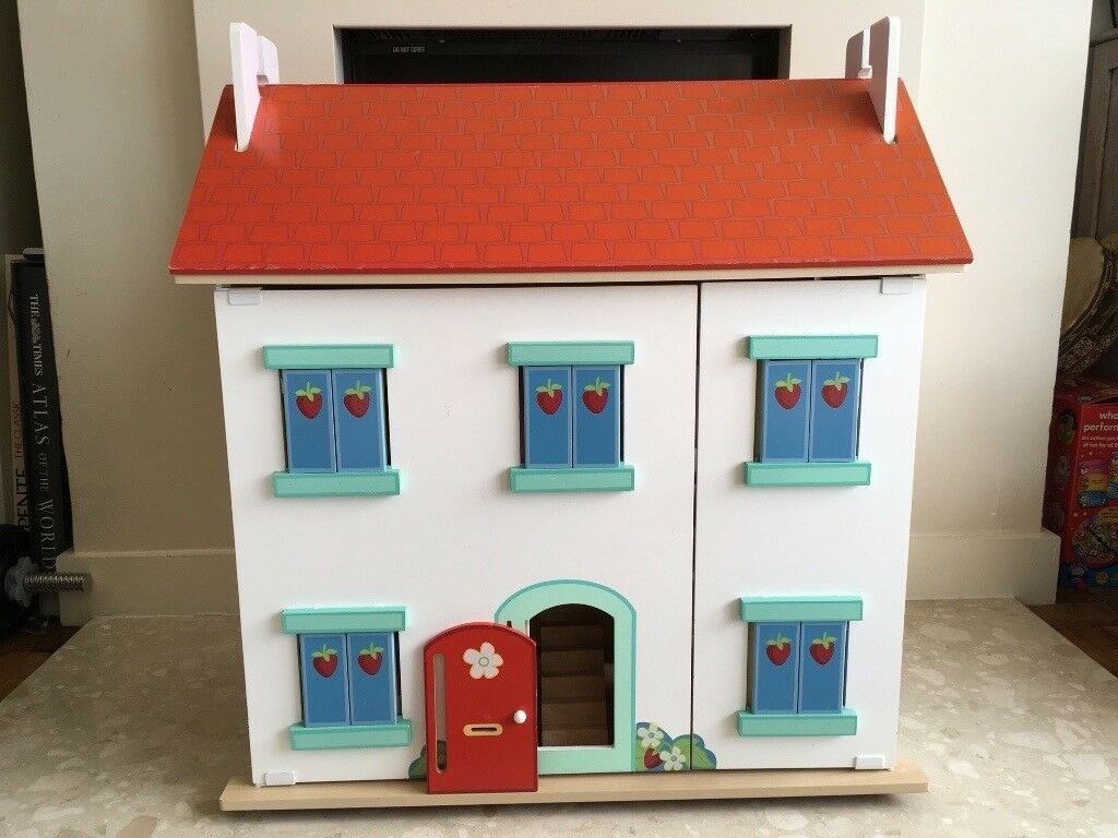 For Sale Le Toy Van Dolls House Furniture And Doll Figures In