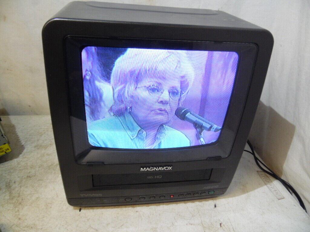 """VTG Magnavox CCR095AT03 9"""" TV VCR Combo VHS Tape Retro Gaming 4 Parts Repair"""