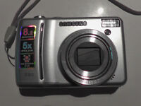 Camera - Samsung - Includes case