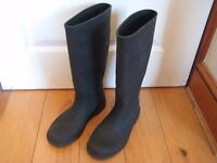 women's black wellington boots size 6 (worn only once)