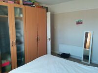 DOUBLE ROOM IN A QUIET TWO BEDROOM MAISONETTE - CARSHALTON BEECHES