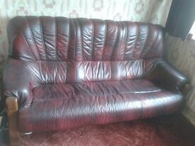 Leather settee and 2 armchairs (3 piece suite)