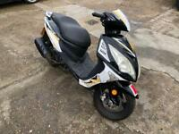 Excellent condition 2015 125cc moped scooter vespa honda piaggio yamaha gilera peugeot