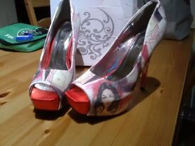 Kiss Angel, size 41/ UK 7 beautiful peep toe heels, some signs of wear on soles