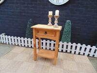 CORONA PINE SIDE TABLE IN EXCELLENT CONDITION 53/35/74 cm £20