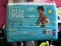 Little ones dry fit nappies size 5