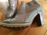 Clarks 5.5 Brown leather boots