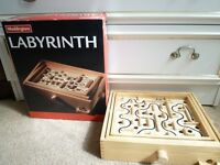 LABYRINTH - WADDINGTONS WOODEN BOARD GAME