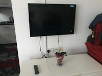 Hitachi 32 inches HD Ready LCD TV including Brackets to Fix on the Wall