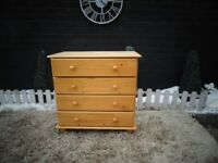 SOLID PINE 4 DRAWER CHEST OF DRAWERS SOLID SET AND IT'S IN GOOD CONDITION 80/43/78 cm £45