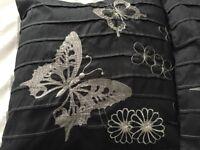 Black cushion set