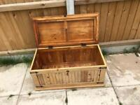 Wooden storage chest for upcycle