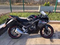 2017 (17) HONDA CBR 125 CBR125 R-F BLACK AND RED
