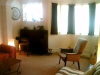 Huge Double Room, clean & bright for single professional, incl bills & WiFi