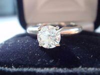 Stunning 0.98 carat Round Brilliant Diamond Solitaire Ring